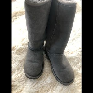 Gray tall Ugg boots size 7
